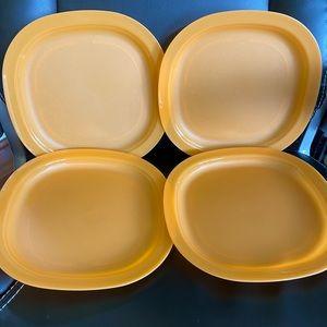New!!! Tupperware Luncheon plates